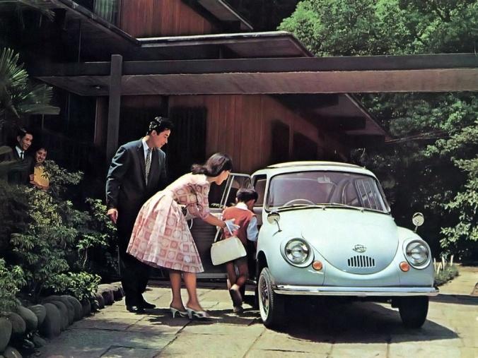 Subaru 360 mostrando a sua vocação de carro famílias do Japão pós-guerra