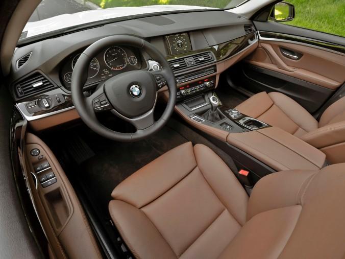 Num tempo onde Cadillac CTS virou referencia em dirigibilidade, um BMW série 5 manual é estranho